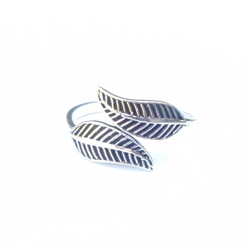 Lovely Silver Feather Toe Ring
