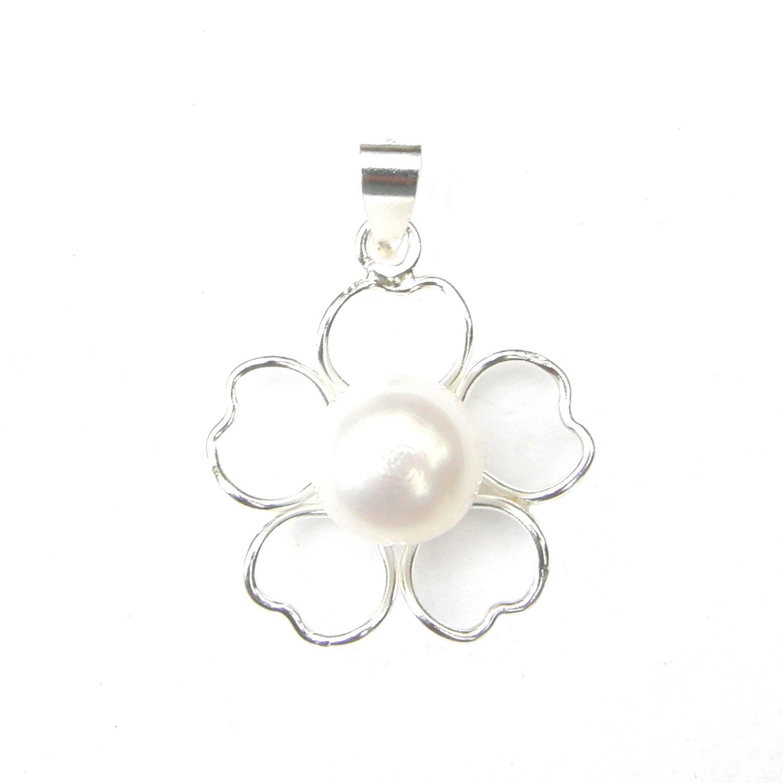 Beautiful Pearl Flower Pendant